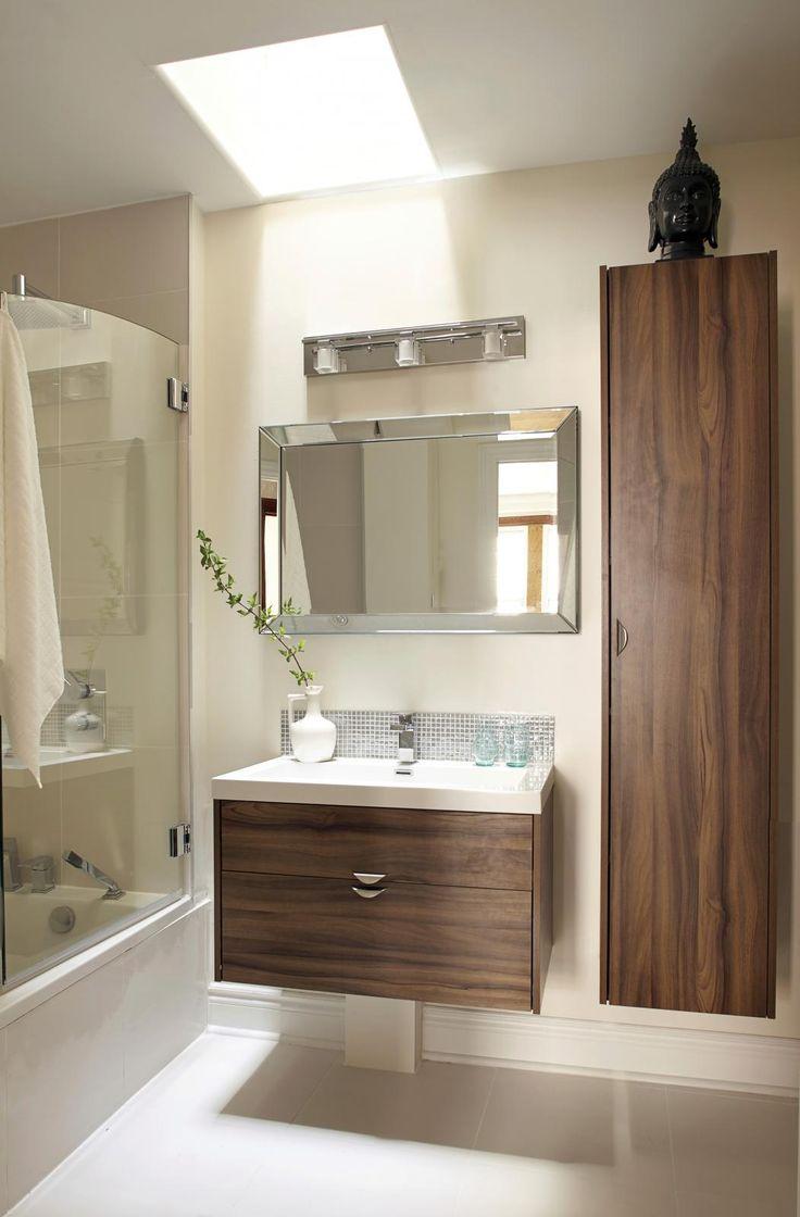 6- salle de bains avec meuble au mur, miroir et luminaire miroir