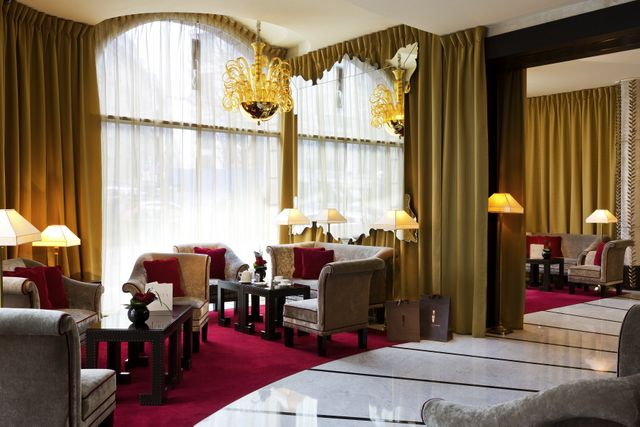 the waiting lounge at Fouquet's Barriere Hotel
