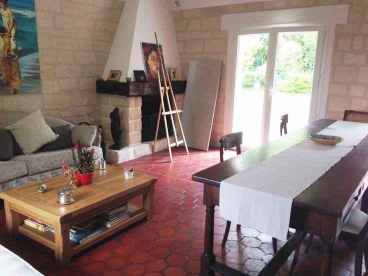 A 5mn de Chantilly, maison du 18ème restaurée, offrant, beau séjour avec mezzanine, cuisine équipée récente, 3 chambres, salle de bains, salle de douche. Cave, dépendances. Jardin paysager de 1350 m². Consultant Immobilier : Marie PIZZUTO