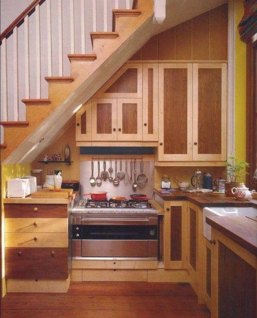 Кухонный уголок под лестницей