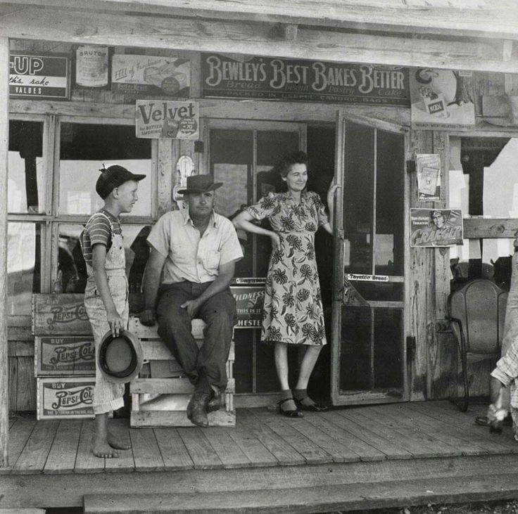 Store in Humble, TX circa 1940. Jaw-droppingly good. Look at the awesome details!