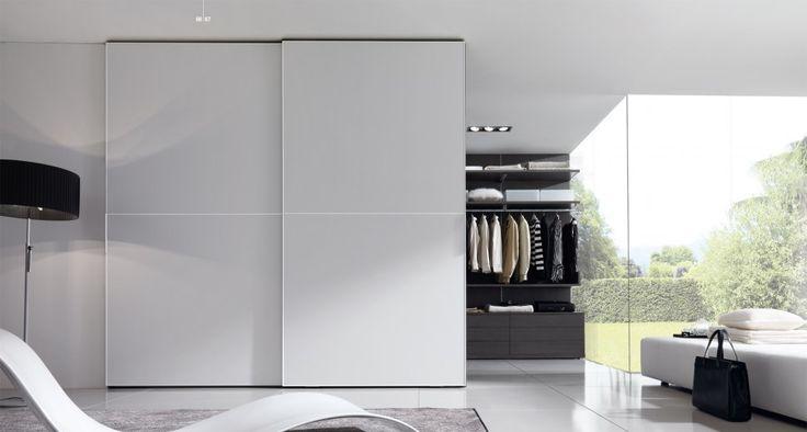 Armadio ante scorrevoli: scopriamo tutti i pro e contro della scelta di un armadio ad ante scorrevoli per l'arredamento della vostra casa.