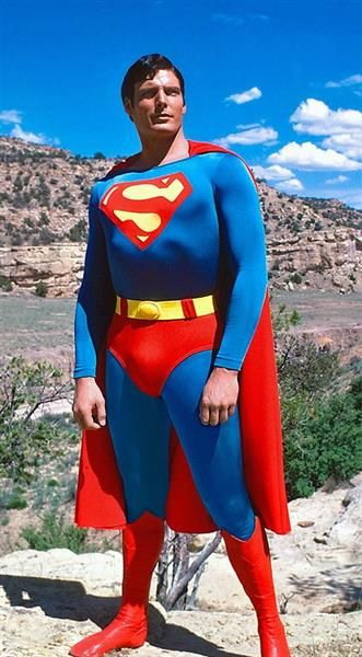 Треш парень в костюме супермена