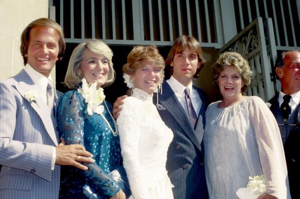 Debby Boone wedding to  Gabriel Ferrer  Sept 1, 1979 - with both sets of parents - L-R Pat Boone, Shirley Boone, Debby, Gabriel, Rosemary Clooney, Jose Ferrer.
