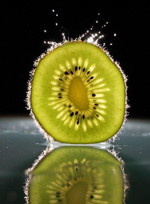 Waterdrop on a kiwi, photography by Karoly Karsay http://1x.com/artist/40573 #still_life #photography #kiwi
