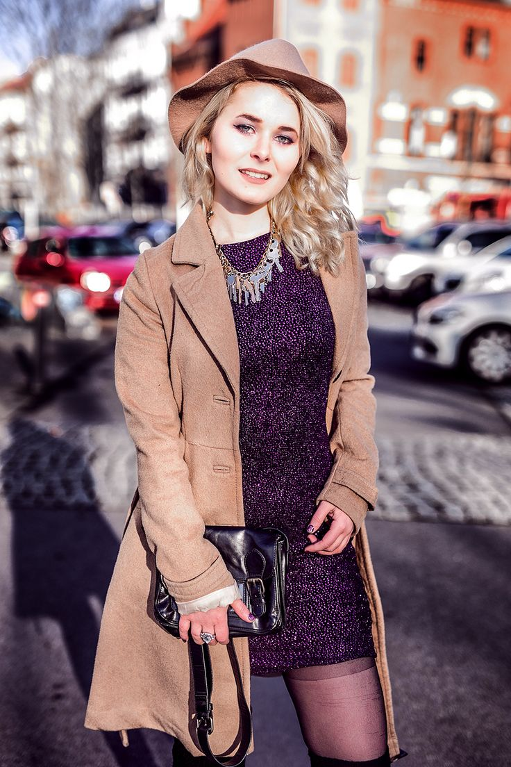 Outfit Inspiration: Glitzerkleid kombiniert mit Mantel und Boots von Jeffrey Campbell - Das perfekte Outfit für alle die es gerne auffällig haben und auf Glitzer stehen! II Fashion look by fashion blogger Christina Key from Berlin, Germany