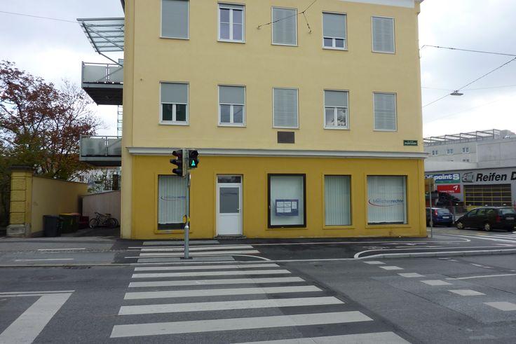 Neubaugasse 18/Ecke Keplerstraße: DER Greißler neben dem Keplergymnasium in den 70ern, dort, wo es alles über die Budel gab, auch einzelne Stollwerck aus dem Glas. Aber wie hieß der bloß?