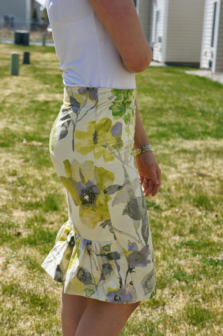 The Ruffled Pencil Skirt Pattern is a flattering and fun piece that you are going to love wearing. Sewn from lovely floral fabric and easily made to fit most body types, this free skirt pattern looks absolutely stunning.