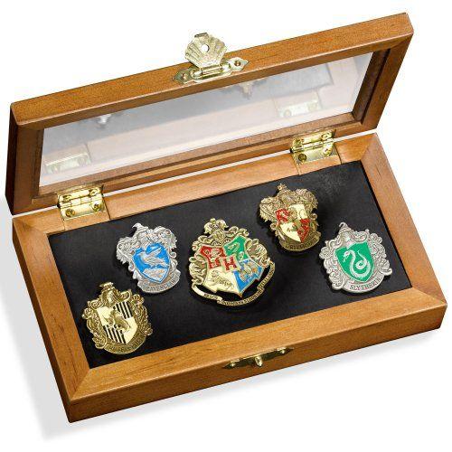 Harry Potter - Pin`s des Maisons de Poudlard Noble Collection http://www.amazon.fr/dp/B002YXBEKG/ref=cm_sw_r_pi_dp_Phj9ub08DVSTT