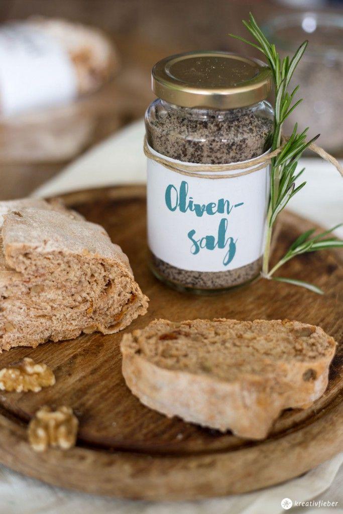 DIY Olivensalz : Wir zeigen euch wie ihr ganz einfach Olivensalz selbermacht - als Mitbringsel zur Einweihungsparty oder als Gastgeschenk