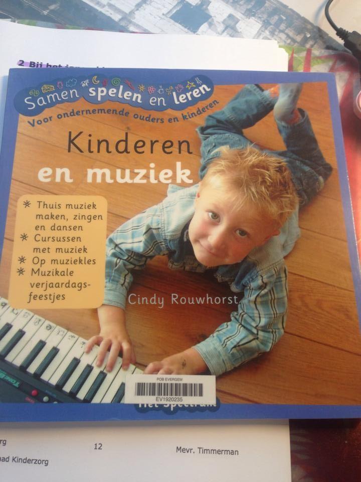 Informatief boek over muziek met je baby en peuter, bevat wel toffe ideetjes!