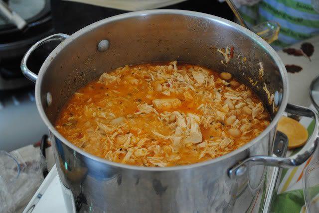 Chicken Chilli: Crock Pots, Comforter Food, Crockpot Recipes, Easy White, White Chicken Chilli, Northern Beans, White Chicken Chilis, Chicken Breast, White Chilis