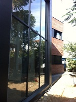 Big double space lounge glass wall window direct to the garden. CASA FABREGAS from Àmbit Arquitectes in Parets Vallès, Barcelona
