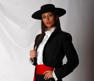 traje cueca de salon zona central chile   en la carrera por la corona de la reina del bicentenario de las cuatro ...
