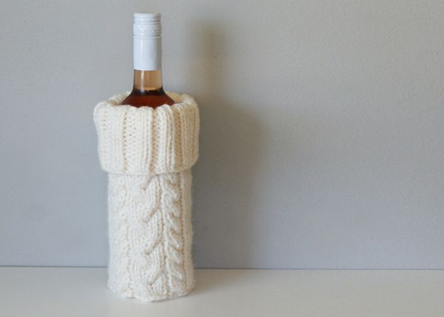 2015019 Cable Knit Wine Bottle Cozy — Midknits