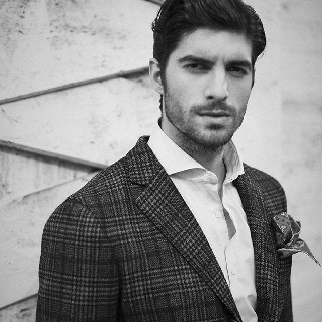 The right style to end a week and begin another one. http://finaest.com/men #finaest #finaesteditorialfw16 #madeinitaly #crafts #handmade #elegantoutfit #gent #gentlemenstyle #santaniello #blazers #trousers #serafinesilk #pochette #handkerchiefs #santillo #shirts #menswear #menstyle #menfashion #menaccessories #topquality #uniqueness #elegance #luxurylife