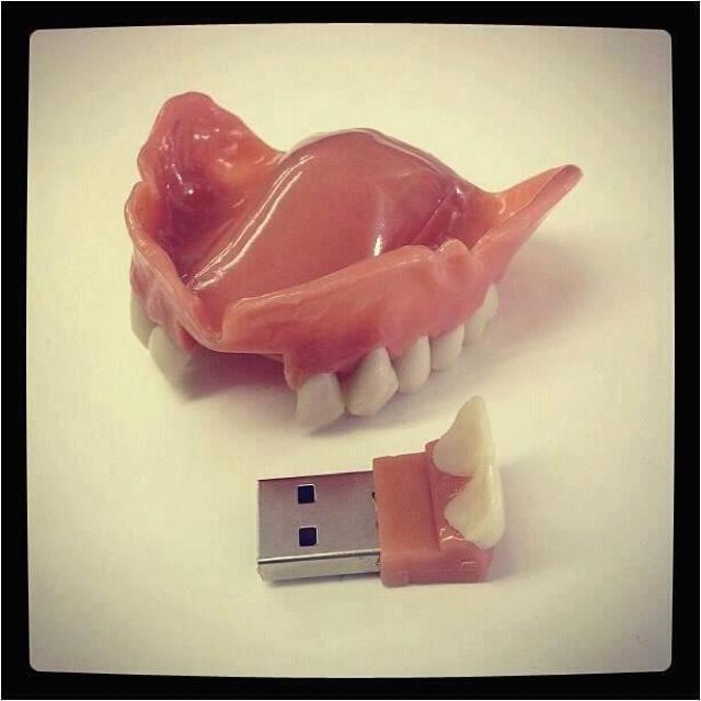 Pen-drive de dentista e protético!