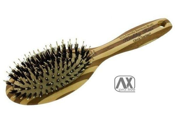 Оставьте на 15 минут щётку для волос с выдавленной на неё пеной для бритья, затем промойте расчёску, активные в-ва сами удалят загрязнения.
