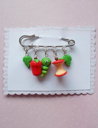 Apple and worm pin with charms created from polymer clay without using molds. The lenght of the metallic suport is 6 cm. Each charm measure 1 to 1.5 cm. ❀ Price is for one full brooch. ❀ I ship the orders very quickly, in 1 to 3 days after I receive your order. I ship them with priority mail
