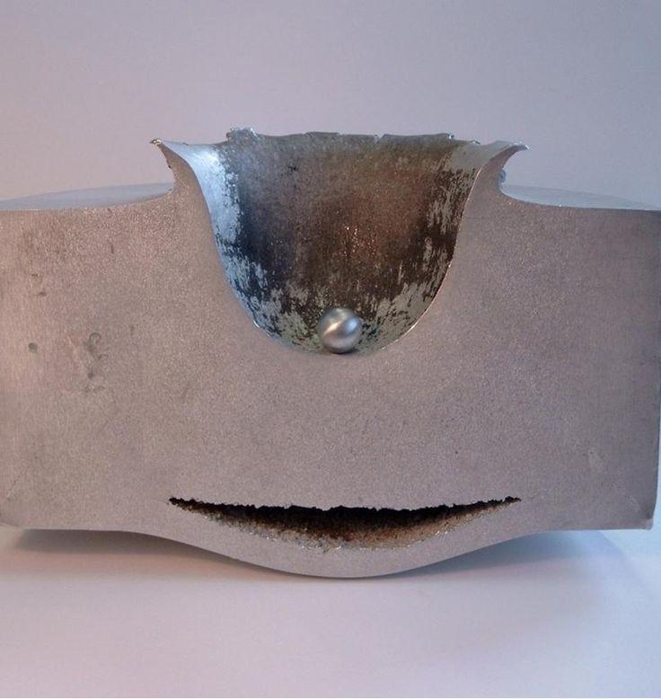 Em um experimento realizado pela Agência Espacial Européia (ESA) uma pequena esfera de alumínio foi disparada em um bloco de alumínio de 18 centímetros de espessura. O projétil viajava a cerca de 68 km/s. Um satélite ativo passaria por experiência semelhante em caso de colisão com detritos espaciais.