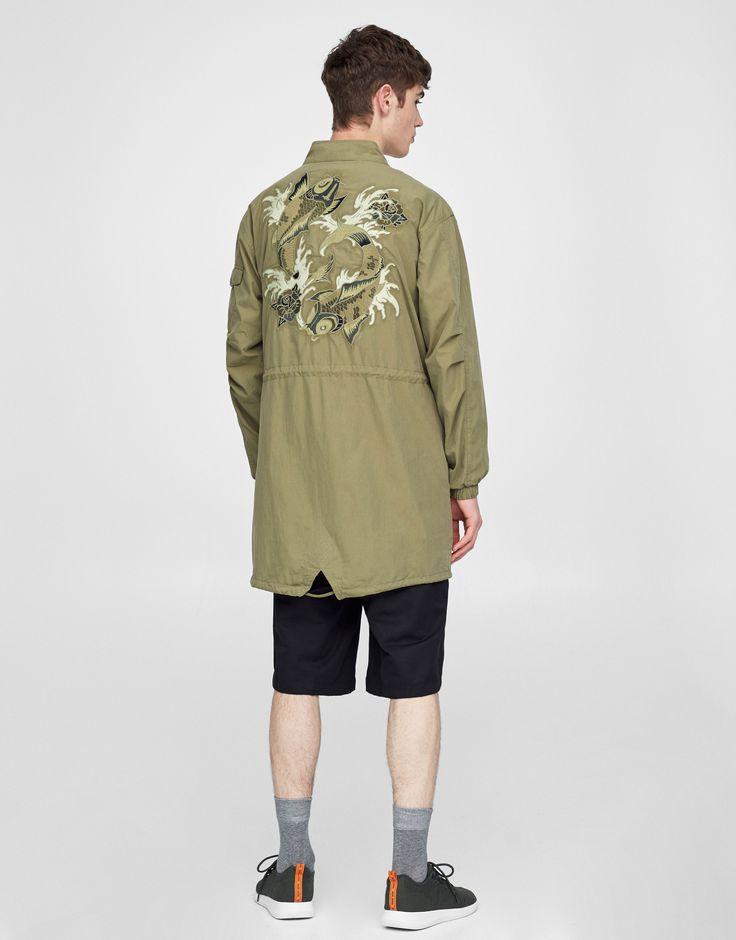 Parka militar bordado espalda - Novedades - Hombre - PULL&BEAR España