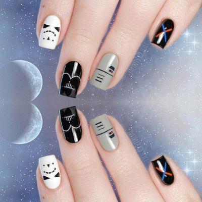A moins de vivre dans une grotte, vous n'avez pas pu échapper au phénomène Star Wars. La guerre des étoiles se prolonge sur les ongles à travers des nail arts un peu geeks sur les bords.