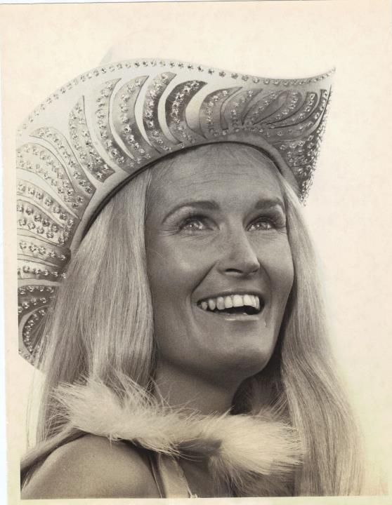 36 Best Lynn Anderson Big 60 70s Hairstyles Images On Pinterest Lynn Anderson Country Singers