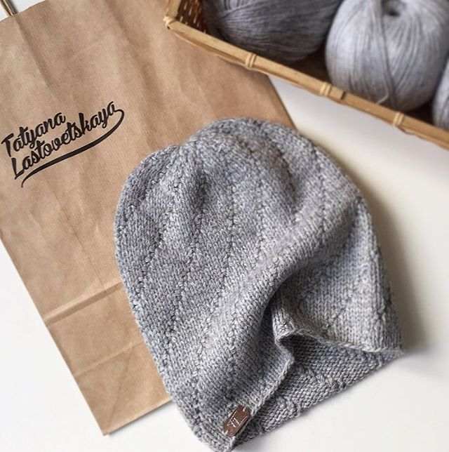 Продолжаем притягивать весну #бини#шапка#knitting#instaknit#style#ручнаяработа#gray#handmade#photooftheday#love#vsco#тренд#снуд#instagood#swag#lik4like#follow#назаказ#fashion#musthave#picoftheday#весна#TatyanaLastovetskaya#girl#colorful#instalove#весенняяшапка
