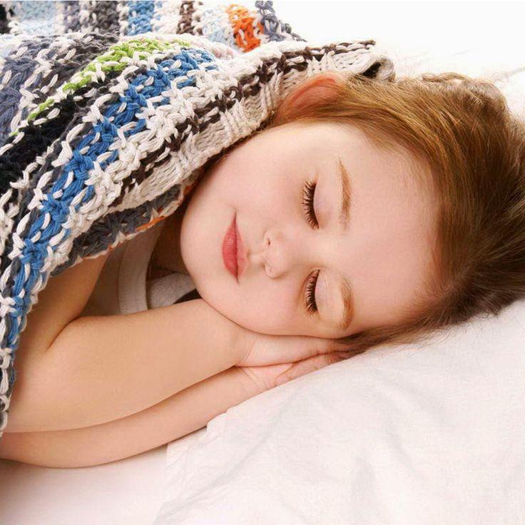 Duerme y descansa bien: duerme al menos las ocho horas diarias reglamentarias y trata de tomar minutos de descanso.