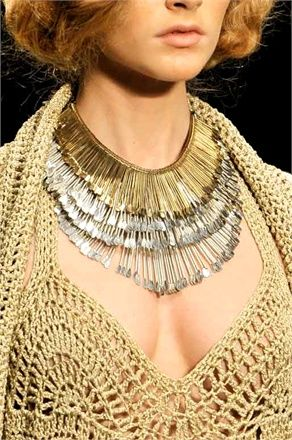 istant statement necklace. NOT safety pins, but they could be for a DIY.