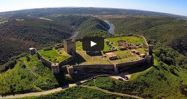 Vista aérea do Castelo de Noudar-Barrancos junto à fronteira com Espanha, situa-se um castelo c...