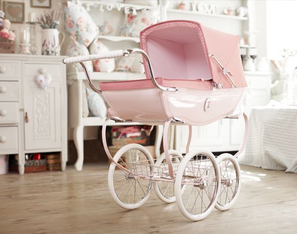 Such a beautiful vintage play pram
