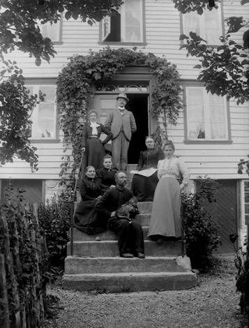 Fotograf Birthe Sofie Barstad var fødd 1867 og døde 1938. Aktiv periode som fotograf: 1900-1920