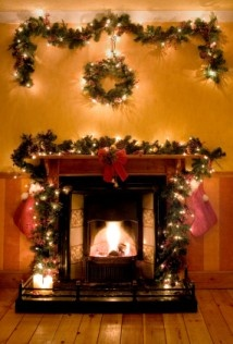 .: Holiday, Christmas Decoration, Color, Fireplaces, Garlands, Decoration Ideas, Space, Christmas Ideas