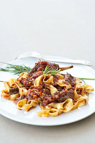 Pappardelle con sugo di lepre Ecco un primo piatto classico della cucina toscana dal sapore e gusto intensi e forti