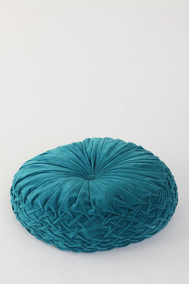Round Floor Pillow Blue : Round Pintuck Floor Pillow- wld look adorable in my family room and be functional since my sofa ...