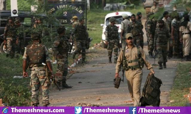 KASHMIR: in Occupied Kashmir a group civilians attack on the clutch Indian Military Troops in the darkness of night and in the result of this attack 2 police officers along with 3 solders of Indian Military are killed.