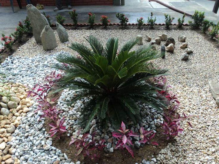 Jardines de estilo moderno por Jardines Paisajismo Y Decoraciones