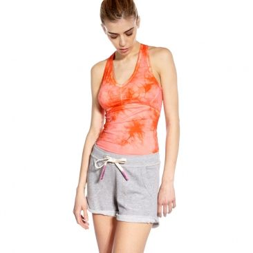 Fans of LES MILLS™ will love this dreamy tie-dye long bra with atmospheric orange print making it as serene and stylish as it is sporty.      Fitted design contours to your body so it won't slow you down during high-performance exercise