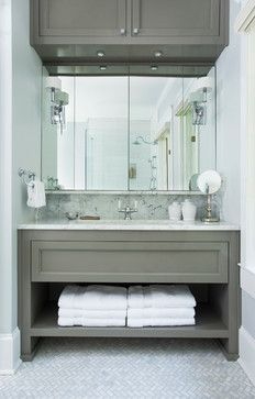 lovely bathroom vanity & mirror // great space planning in this #bathroom