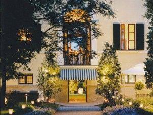 VillaRota visuale dall'esterno con luci.   VillaRota view from the outside with lights.  #wedding #matrimonio #sposi #villarota #ravenna #weddingplanner