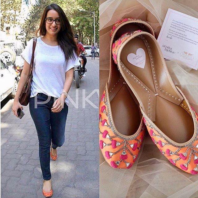 The lovely @shraddhakapoor spotted in our ArpitaMehtaXNeedledust Tangy Tap jootis! We love the street style look ❤️#tangytap  #arpitamehta #needledust #designerjuttis #juttis #mojri #khussa #jootis  #bridesmaids #SS'17 #summerwedding #ArpitaMehtaXNeedledust ❤ available at our studio in Juhu ( 0226200979, 7506633202) Needledust  store in Delhi and www.needledust.com