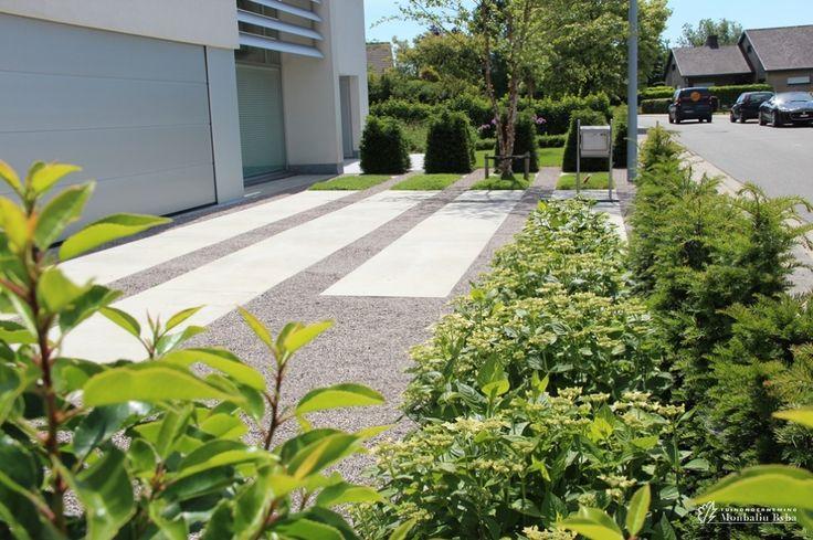 Aangelegde tuinen door tuinonderneming Monbaliu - Moderne tuin met speelse oprit en ruime terrasen