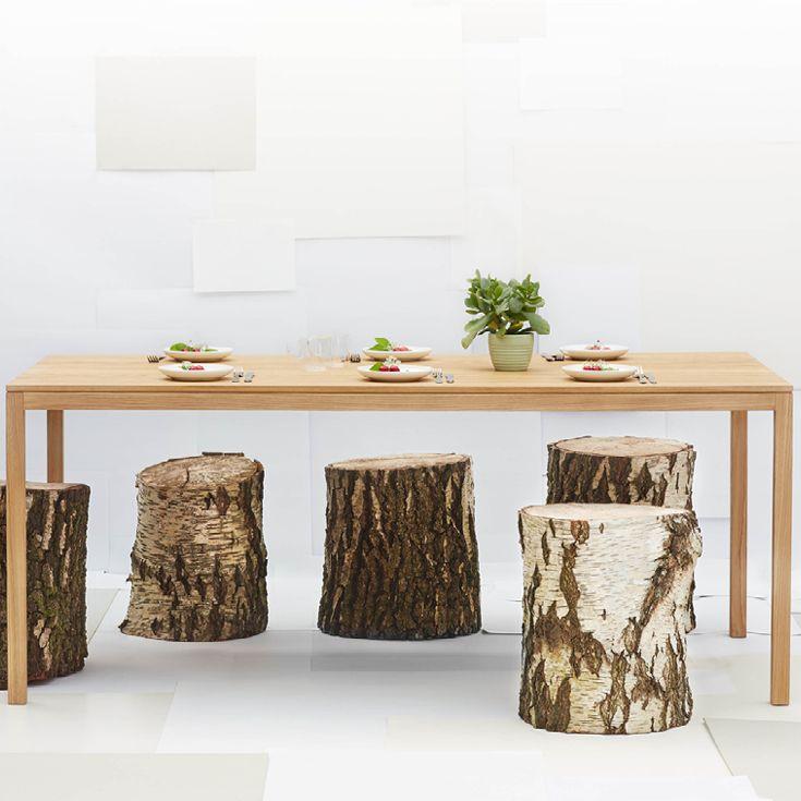 Smukt spisebord i egetræ fra EO Element Optimal designet af danske Tor & Nicole Vitner Servé.