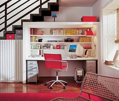 Рабочее место под лестницей?