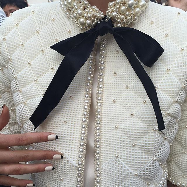 Chanel Fall 2015 Haute Couture #details A little Cruella but those nails:-)
