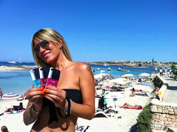Tan girl with Le Vernis iPhone cases