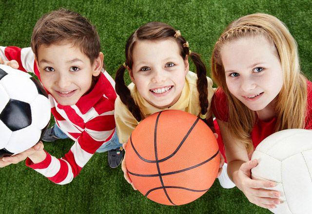Çocuk spor yoluyla, çevresini tanır, iletişim kurar, kendine olan öz güveni artar, toplum içerisindeki sahip olduğu yerini sağlamlaştırır. Psikolojik açıdan ise, kendini kontrol etmeyi, bir konuda konsantre olabilmeyi, iradesini kullanabilmeyi, başarıya güdülenebilmeyi öğrenir