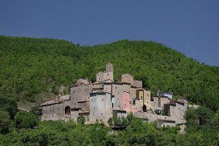 Vivi la dolce vita: I BORGHIEsistono centinaia di borghi medievali ab...