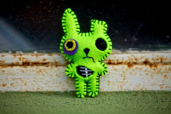zombie bunny felt?! amazing. nuffnufftoys on etsy!Halloween cuties in felt